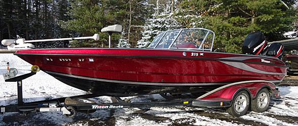 Triton 215X Fishing Boat
